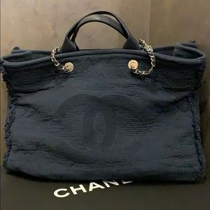 Chanel N0523 large shopping bag in navy